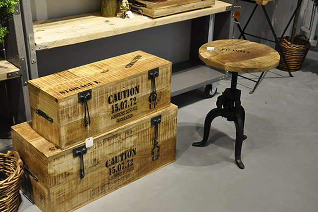 Venta de ba les mesa y cestos fabricados en teka y hierro - Baules decorativos ...