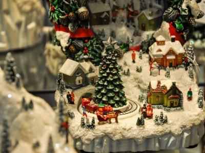 Adornos y regalos de navidad - Lemax - escaparate navideño Albina Bosch